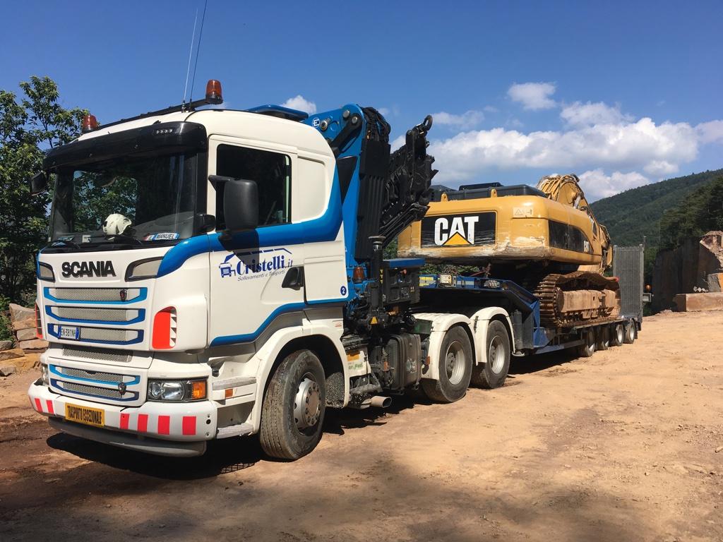 carrellone allungabile trasporto eccezionale escavatore
